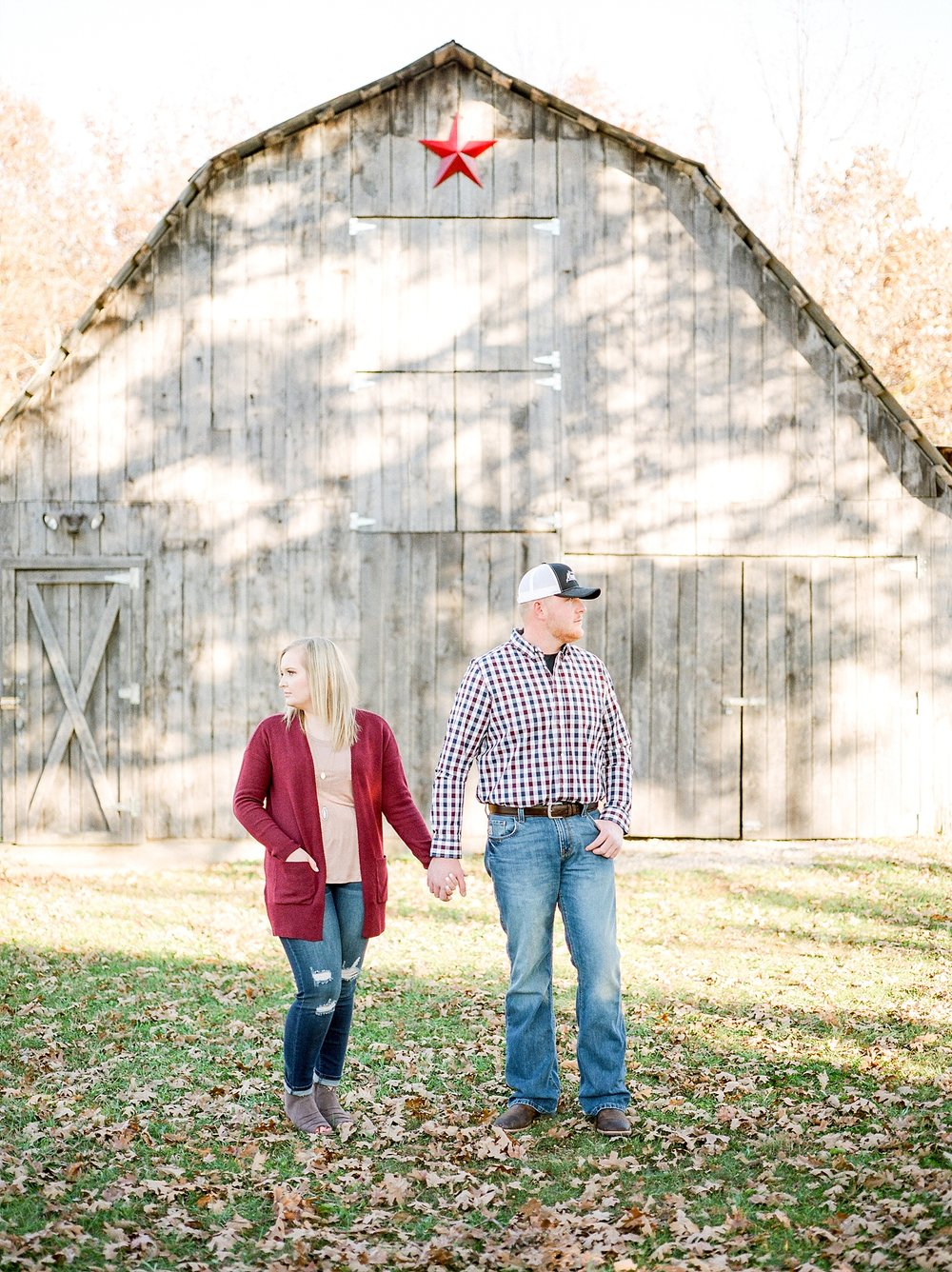Perfect Sunset Engagement Session in Fall by Kelsi Kliethermes Photography Kansas City Missouri Wedding Photographer_0012.jpg