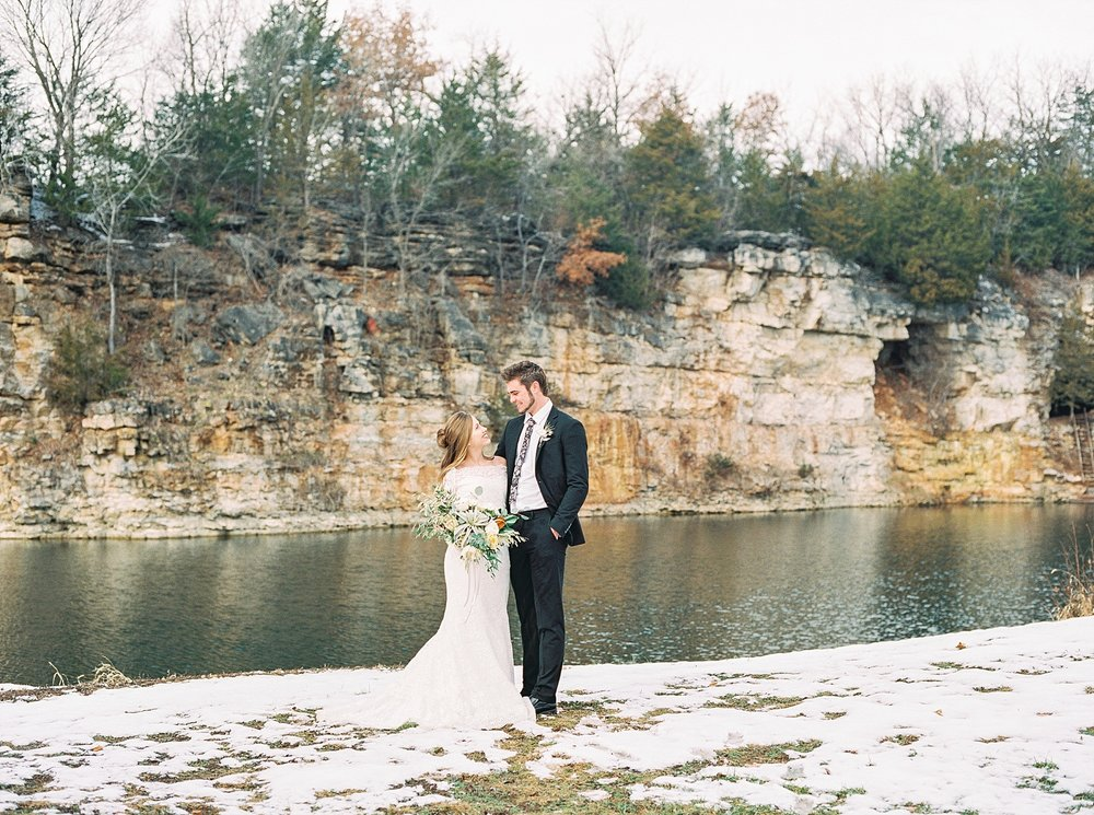 Snowy Winter Wedding at Wildcliff Events Lake With Earthy Jewel Tones and Organic Refined Style by Kelsi Kliethermes Photography Kansas City Missouri Wedding Photographer_0030.jpg