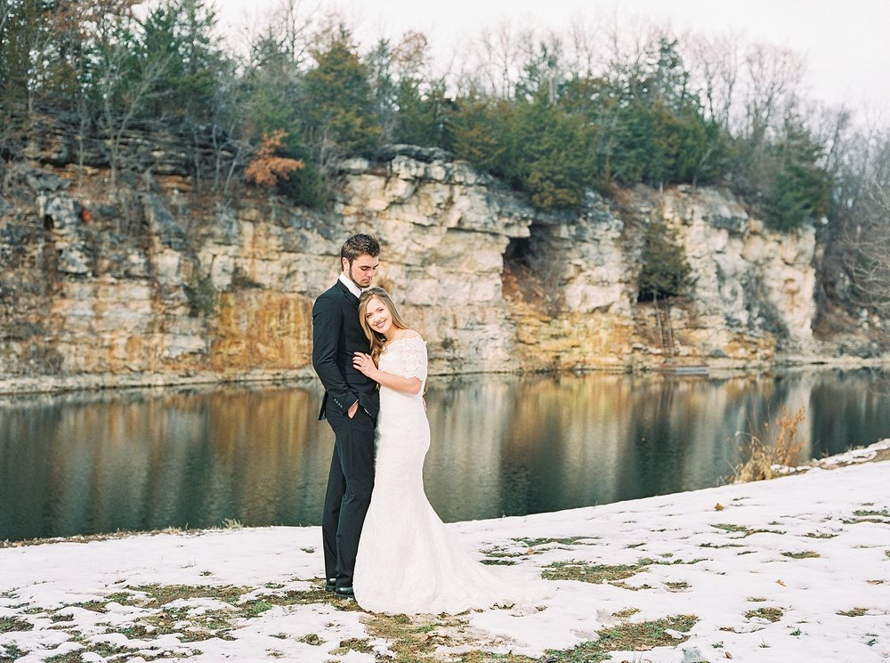 Snowy Winter Wedding at Wildcliff Events Lake With Earthy Jewel Tones and Organic Refined Style by Kelsi Kliethermes Photography Kansas City Missouri Wedding Photographer_0031.jpg