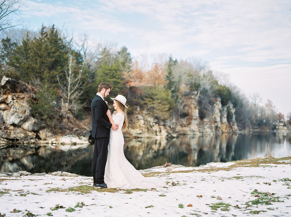 Snowy Winter Wedding at Wildcliff Events Lake With Earthy Jewel Tones and Organic Refined Style by Kelsi Kliethermes Photography Kansas City Missouri Wedding Photographer_0071.jpg