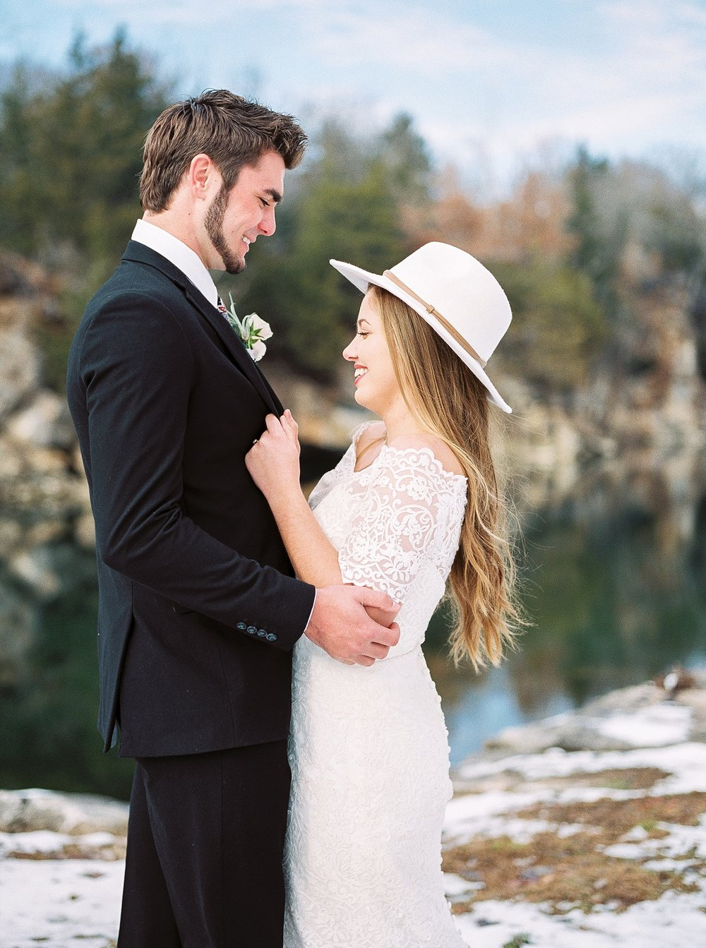 Snowy Winter Wedding at Wildcliff Events Lake With Earthy Jewel Tones and Organic Refined Style by Kelsi Kliethermes Photography Kansas City Missouri Wedding Photographer_0106.jpg