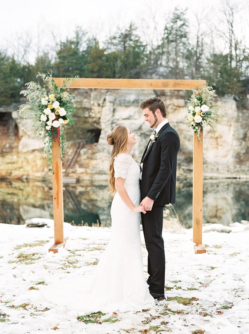 Snowy Winter Wedding at Wildcliff Events Lake With Earthy Jewel Tones and Organic Refined Style by Kelsi Kliethermes Photography Kansas City Missouri Wedding Photographer_0114.jpg