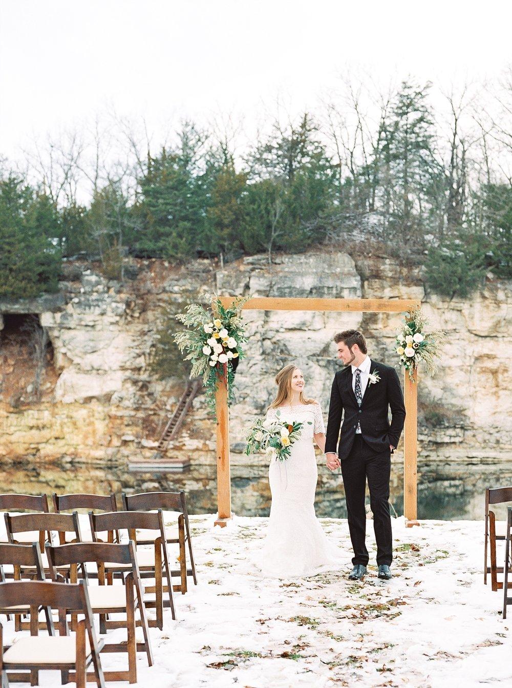 Snowy Winter Wedding at Wildcliff Events Lake With Earthy Jewel Tones and Organic Refined Style by Kelsi Kliethermes Photography Kansas City Missouri Wedding Photographer_0115.jpg