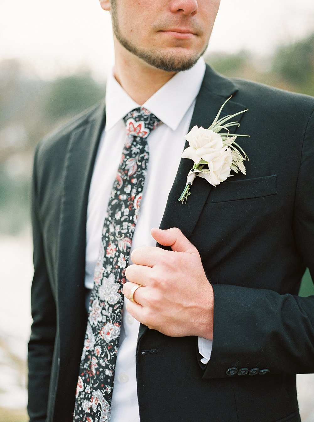 Snowy Winter Wedding at Wildcliff Events Lake With Earthy Jewel Tones and Organic Refined Style by Kelsi Kliethermes Photography Kansas City Missouri Wedding Photographer_0130.jpg