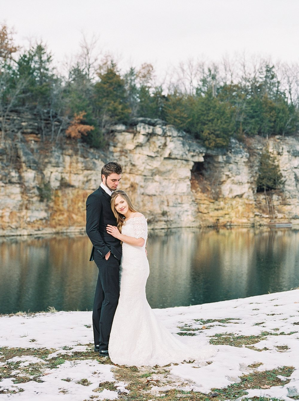 Snowy Winter Wedding at Wildcliff Events Lake With Earthy Jewel Tones and Organic Refined Style by Kelsi Kliethermes Photography Kansas City Missouri Wedding Photographer_0134.jpg