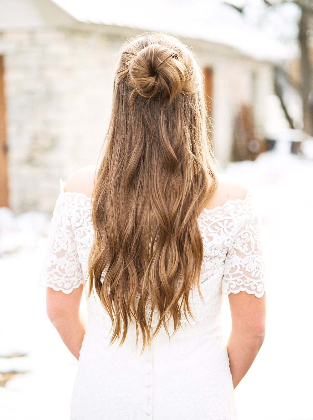 Snowy Winter Wedding at Wildcliff Events Lake With Earthy Jewel Tones and Organic Refined Style by Kelsi Kliethermes Photography Kansas City Missouri Wedding Photographer_0143.jpg