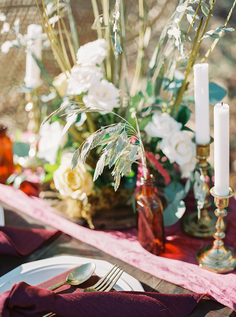 Snowy Winter Wedding at Wildcliff Events Lake With Earthy Jewel Tones and Organic Refined Style by Kelsi Kliethermes Photography Kansas City Missouri Wedding Photographer_0147.jpg
