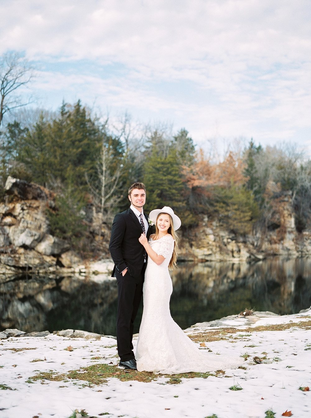 Snowy Winter Wedding at Wildcliff Events Lake With Earthy Jewel Tones and Organic Refined Style by Kelsi Kliethermes Photography Kansas City Missouri Wedding Photographer_0160.jpg