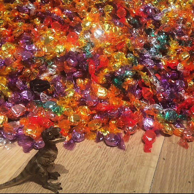 Felix Gonzalez Torres, Untitled (Portrait of Ross in L.A. ) Candies individually wrapped in multicolor cellophane, endless supply; dimensions vary with installation,ideal weight 175 lbs. (1991)