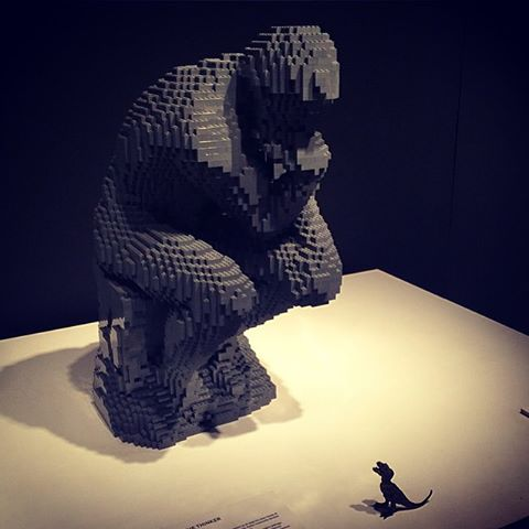 Nathan Sawaya,  Lego The Thinker . Original sculpture by Auguste Rodin.