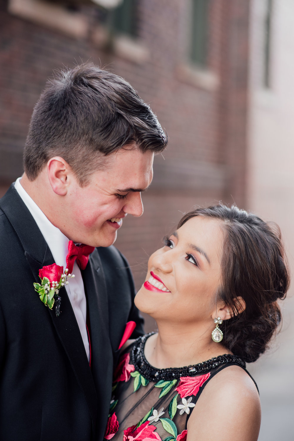 evelyn and quinn muscatine prom pictures-9.jpg