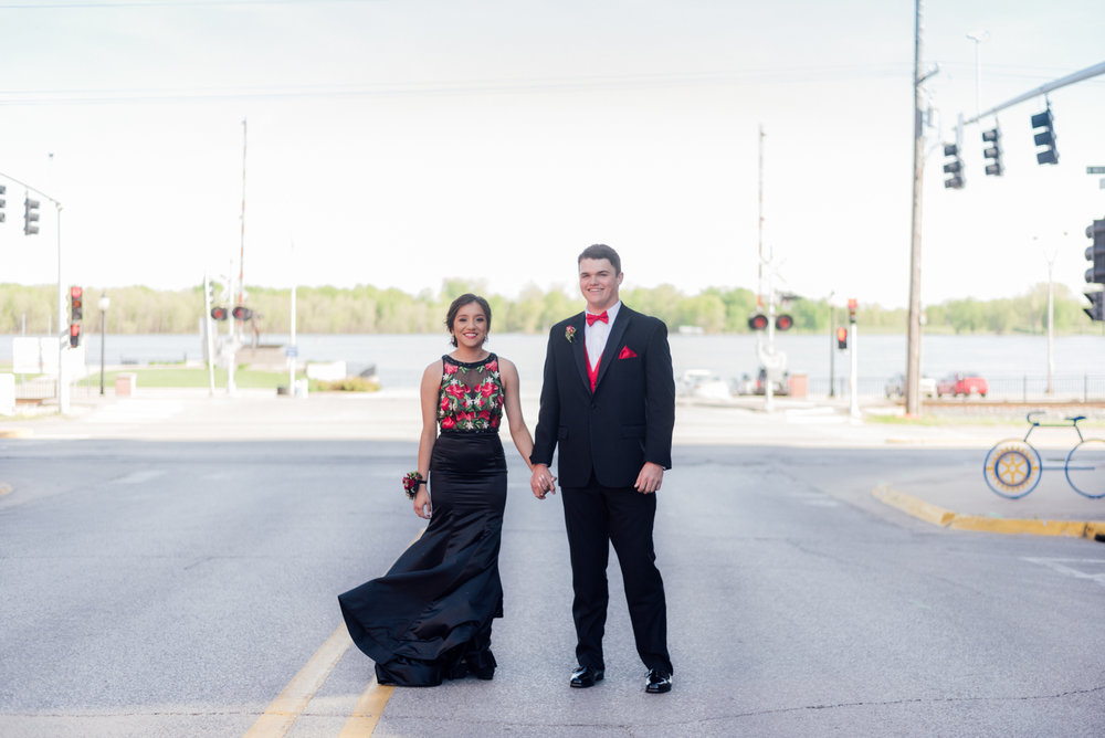 evelyn and quinn muscatine prom pictures-15.jpg
