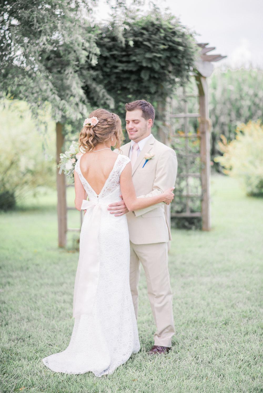3 iowa wedding photographer - country barn wedding4.jpg