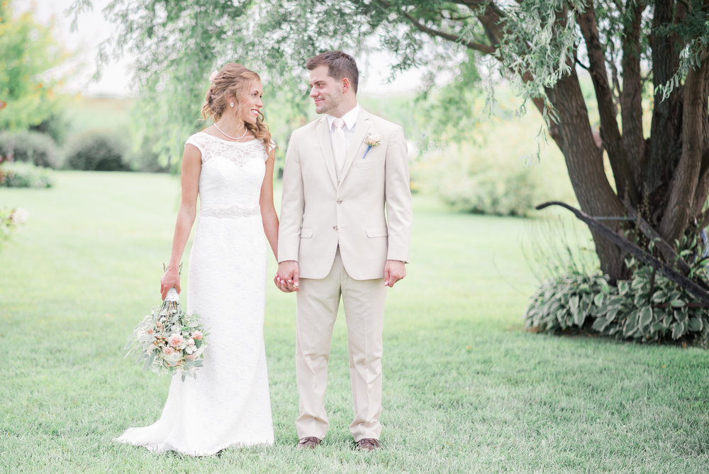 3 iowa wedding photographer - country barn wedding5.jpg