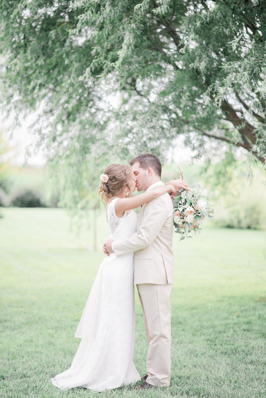 3 iowa wedding photographer - country barn wedding8.jpg