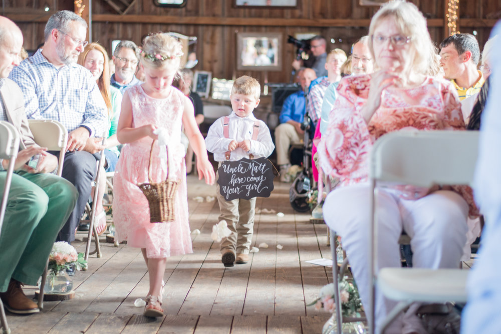 5 iowa wedding photographer - country barn wedding2.jpg