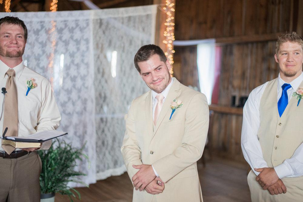 5 iowa wedding photographer - country barn wedding4.jpg