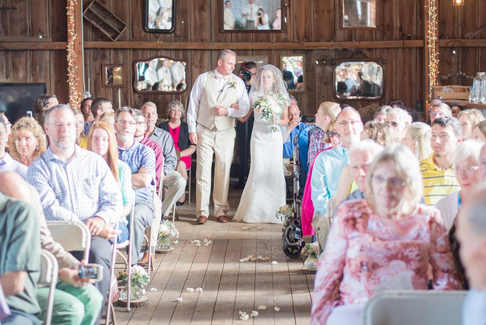5 iowa wedding photographer - country barn wedding5.jpg