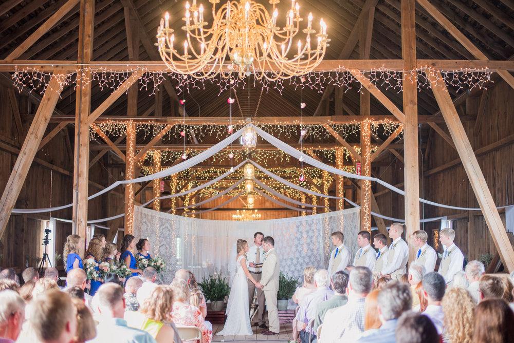 5 iowa wedding photographer - country barn wedding6.jpg