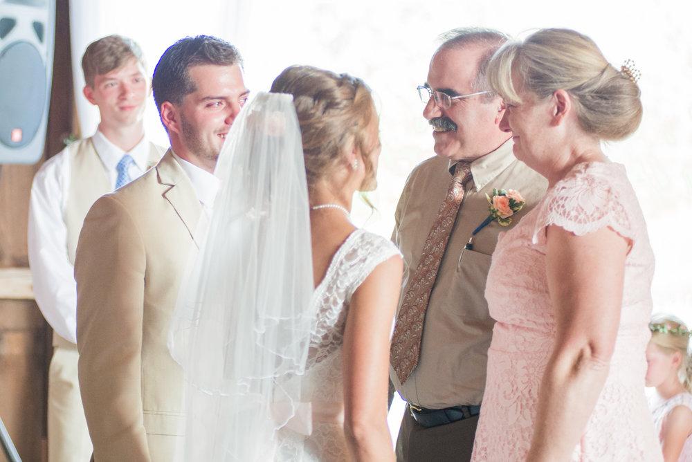 5 iowa wedding photographer - country barn wedding8.jpg