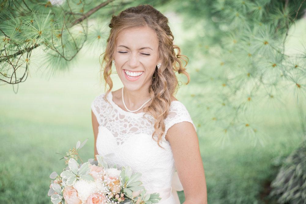 6 iowa wedding photographer - country barn wedding10.jpg