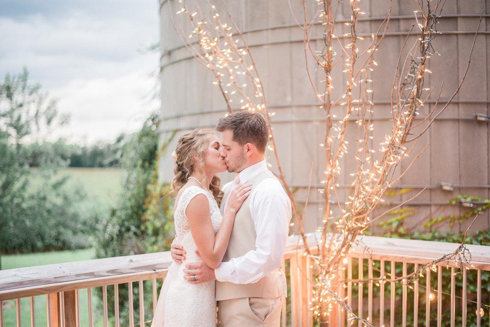 8 iowa wedding photographer - country barn wedding7.jpg