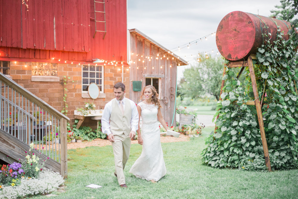8 iowa wedding photographer - country barn wedding8.jpg