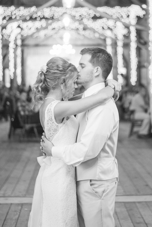 5 iowa wedding photographer - country wedding -11.jpg