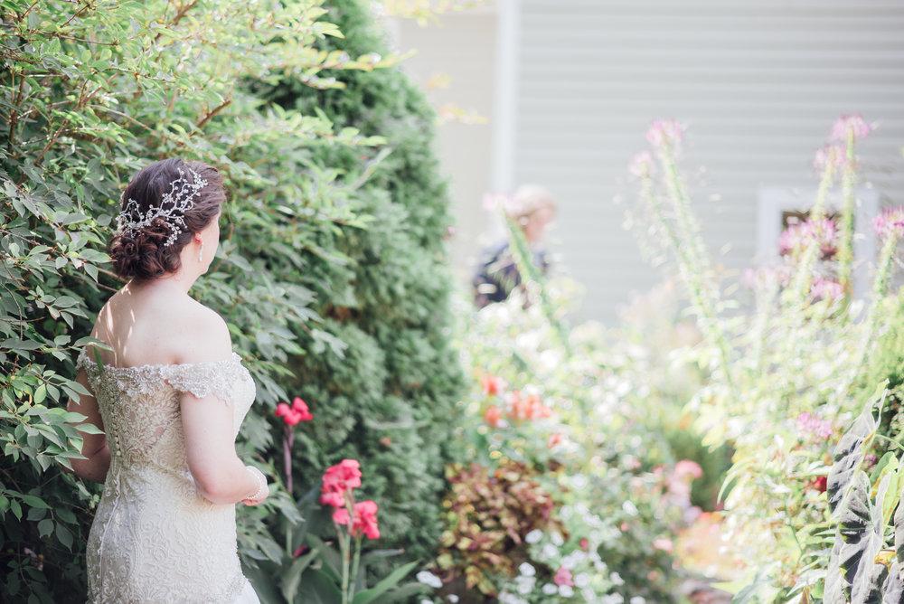 4 backyard wedding - iowa wedding photographer.jpg