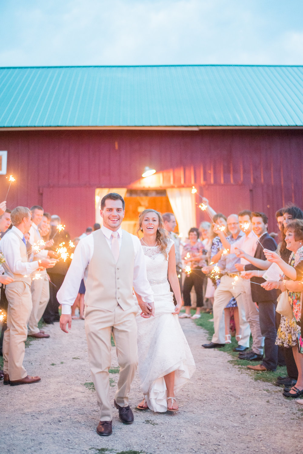 8 iowa wedding photographer - country barn wedding6.jpg