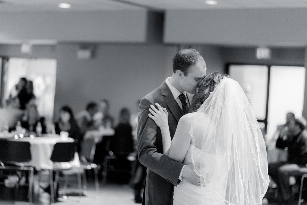 reception - iowa wedding photographer - muscatine wedding pictures_-10.jpg