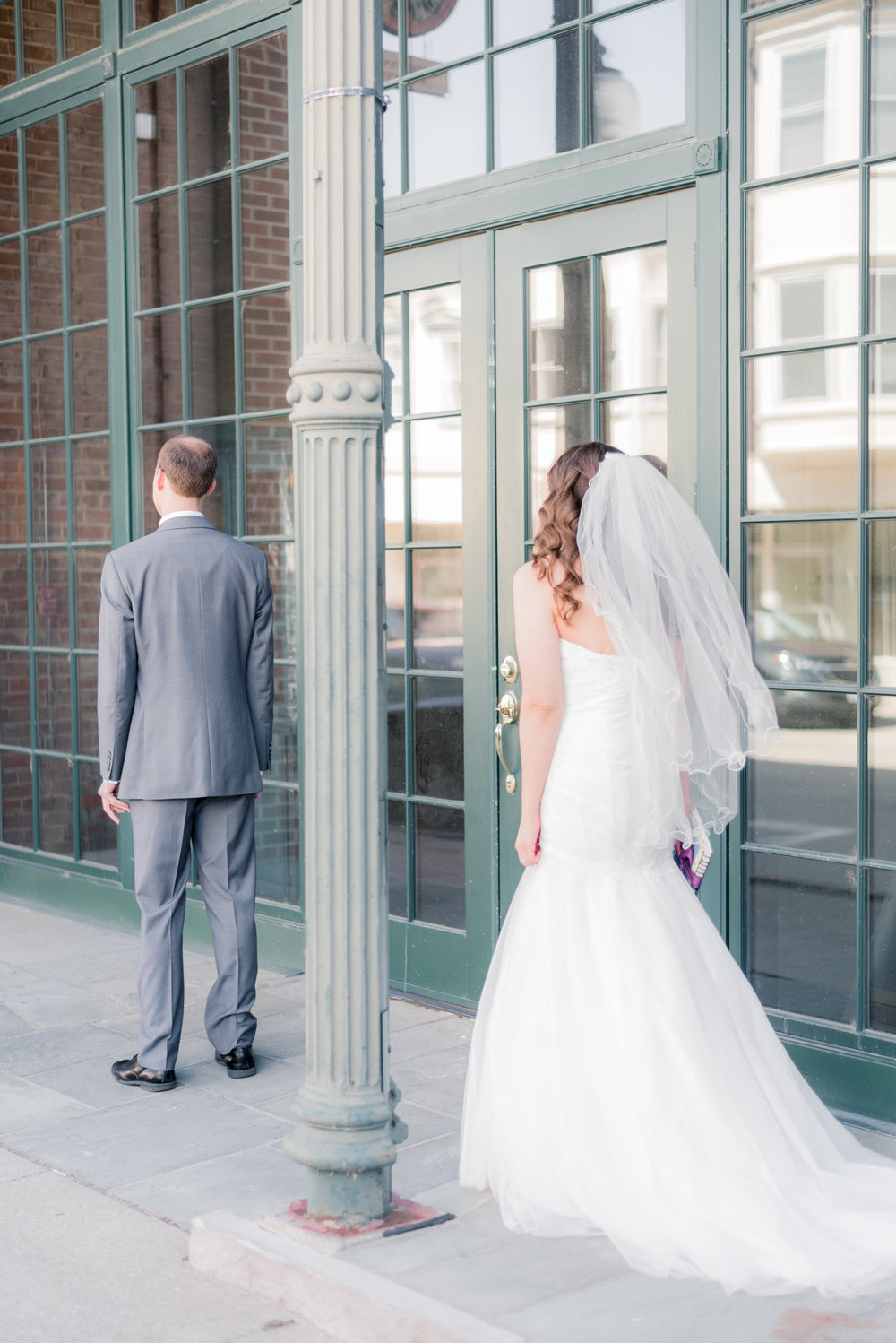 bride and groom - iowa wedding photographer - muscatine wedding pictures_-2.jpg