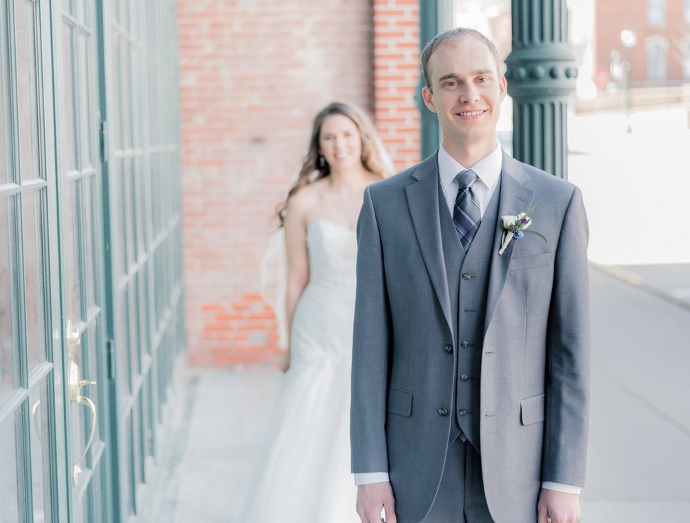 bride and groom - iowa wedding photographer - muscatine wedding pictures_-5.jpg