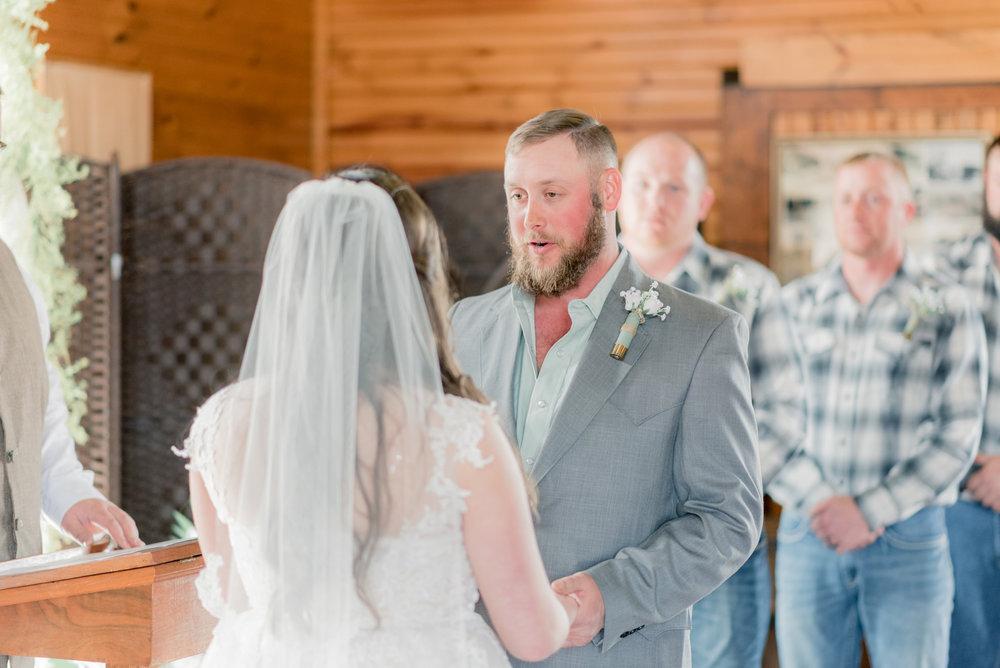 iowa wedding photographer - ceremony-8.jpg