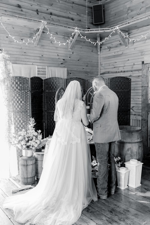 iowa wedding photographer - ceremony-10.jpg