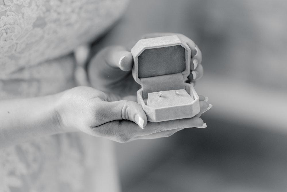 iowa wedding photographer - getting ready-9.jpg