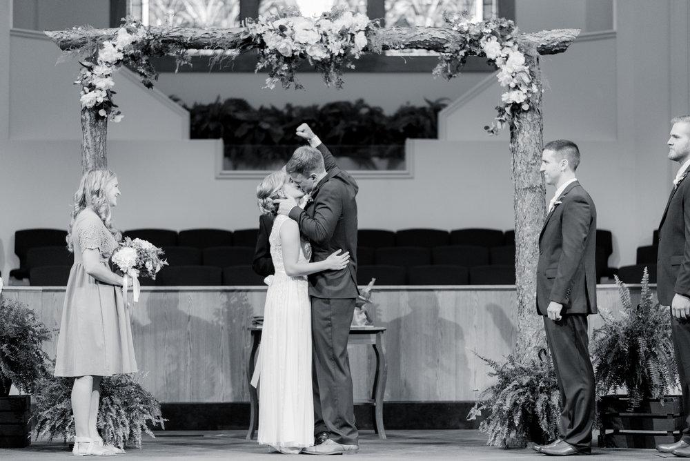 iowa wedding photographer_-136.jpg