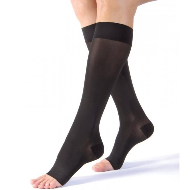 Le bas genou est le plus facile à enfiler. Il est disponible avec pointe fermée ou pointe ouverte.