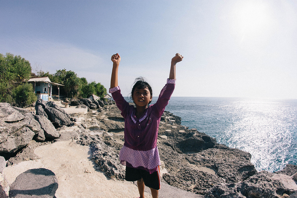 Met this confident girl who took us on an adventure to the cliff jump in the photo below //