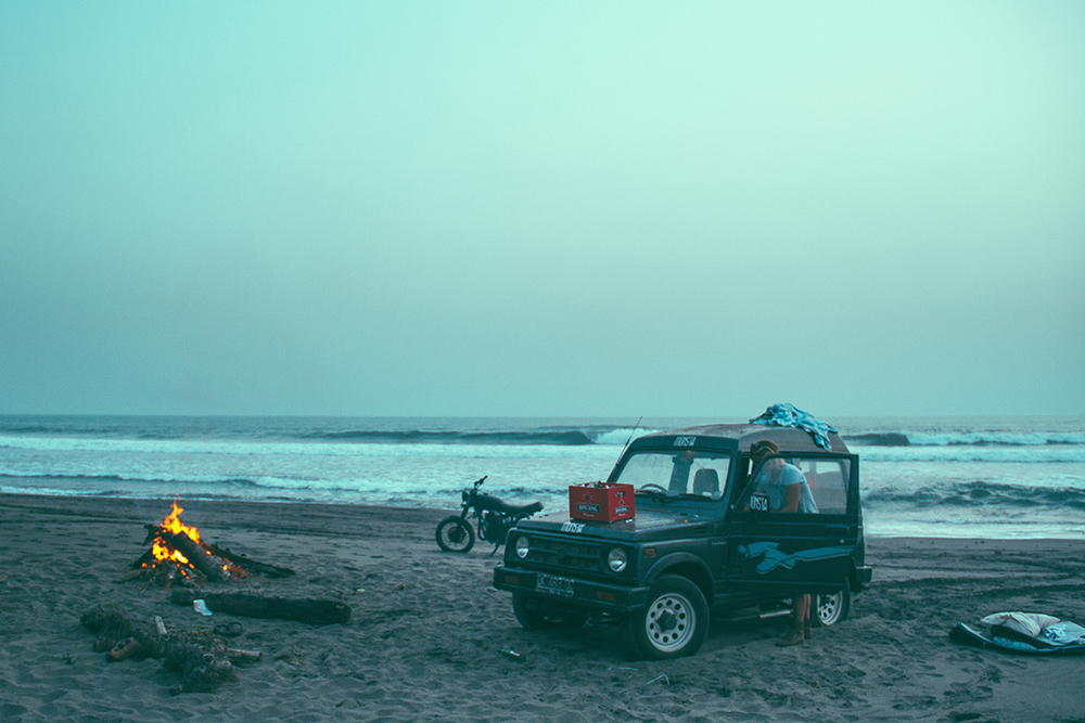 After a full day of perfect lineups, we camped under the night's sky. //