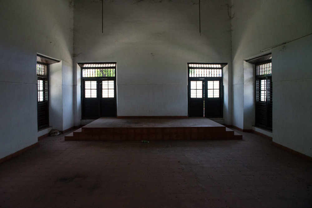 The Mala Syngagoue, about 25 kilometers outside of Kochi, has been stripped of all its furniture. One can only recognize it as a synagogue by the Hebrew writing above one door.