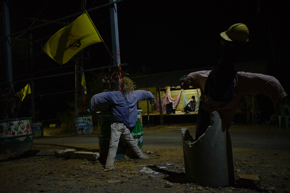 Villagers in Na Nong Bong have created a road block which blocks Tungkum Ltd from carrying its products from the gold mine across to its factory. Volunteers (and scarecrows) from the villages guard the road block day and night.