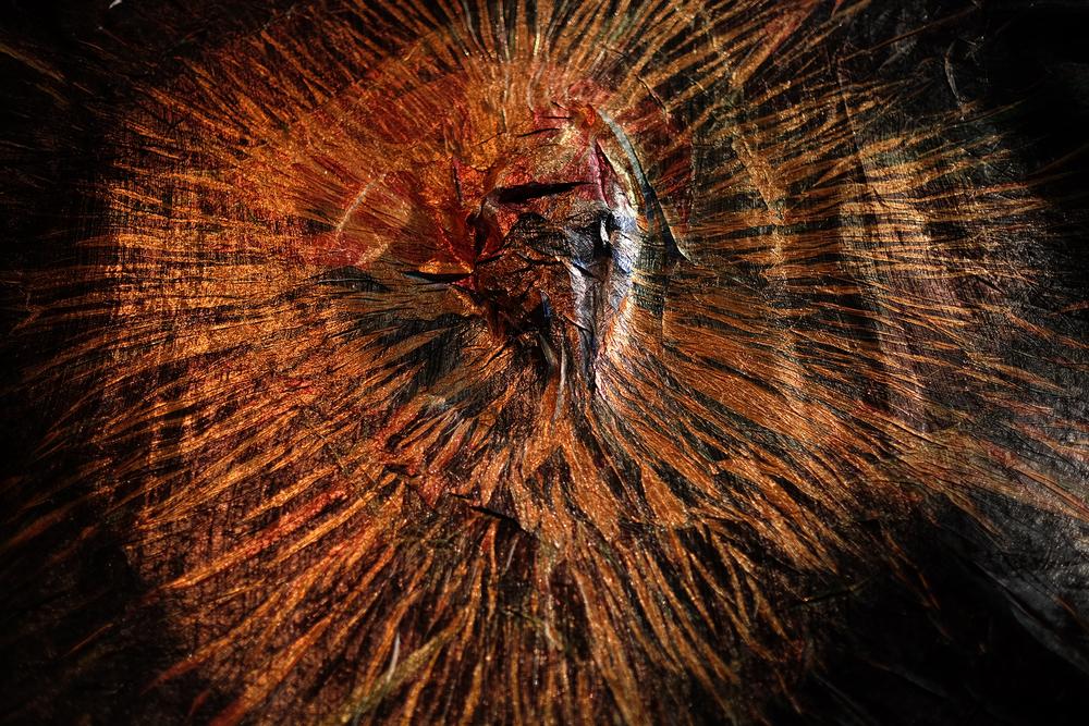新井淳一,《萬花筒》,2015,扎、壓褶、熱轉移印、鋁線、滌綸 攝影:劉波