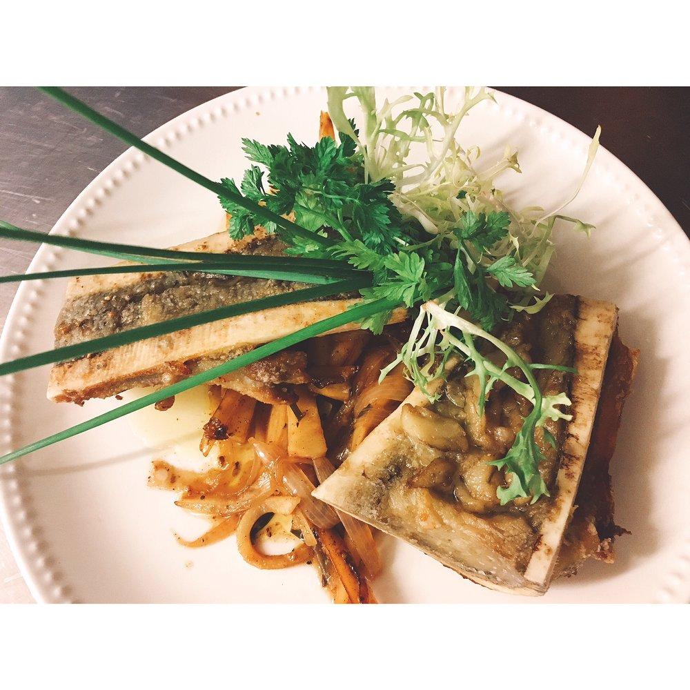 Geroosterde mergpijp met La Chouffe, peterseliewortel en sjalot