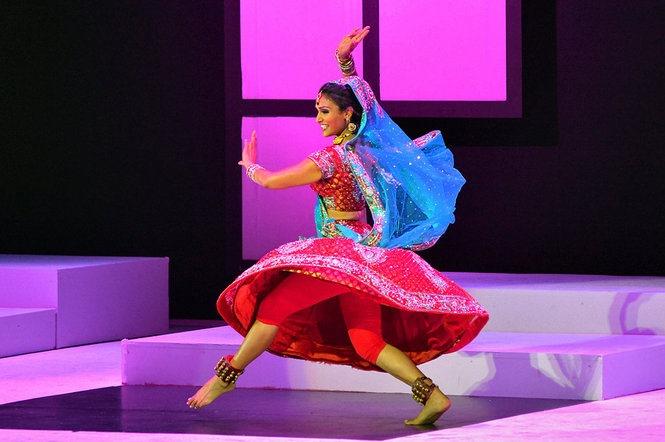 Nina-Davuluri-Bollywood perf. Miss America-pic.jpg