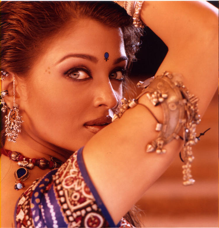 aishwarya-rai-ishq-kamina-dance-still.jpg