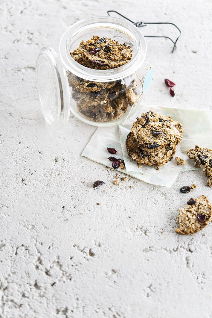 Biscuits à l'avoine et aux canneberges séchées • Oat and dried cranberries biscuits