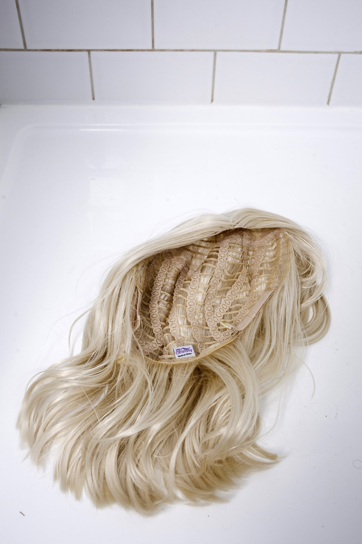 DRESS SUPERBASICS Blonde Wig takes a shower #dressltd