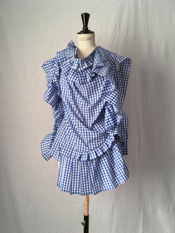 DRESS LTD BROKEN PILLOW Deconstructed over-scaled and frilled pillow case top #dressltd