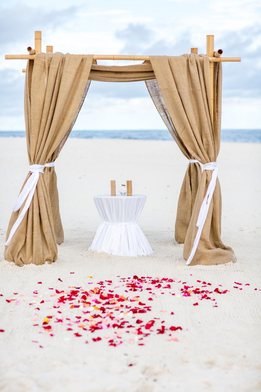 burlap wedding setup
